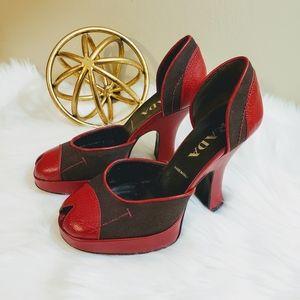 PRADA | 35.5 red brown classic chunky heels